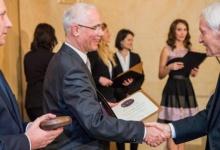 Konrad Sutarski átvette a nemzetiségi díjat