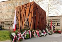 Budapest: Ünnepség a katyni emlékműnél