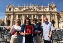 Papíeż Franciszek pobłogosławił kielich mszalny