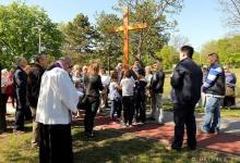 Droga Krzyżowa w parku przy Kościele Polskim w Budapeszcie