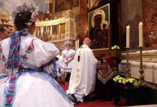 Megkoronázták a częstochowai Fekete Madonna ikonmásolatát